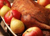 Несколько способов приготовления гуся с яблоками