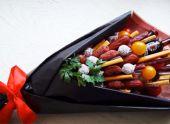 Букет для мужчины из копченого сыра и колбасы