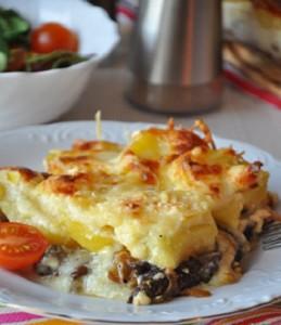 Запеканка из картофеля с рыбой и сыром