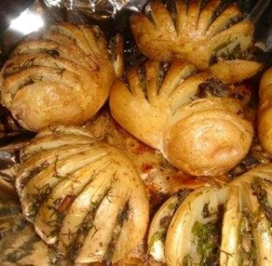 Картошка в форме веера, фаршированная грибами. Рецепт