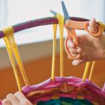 Вязание коврика на обруче