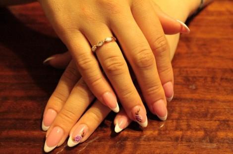 Как снять нарощенные ногти самостоятельно?
