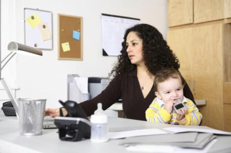 Как совместить ребенка с работой?