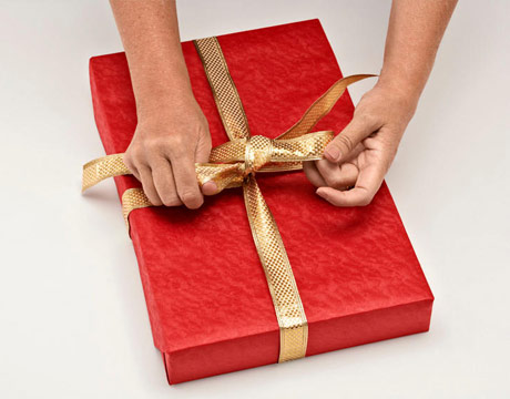 делаем бант на подарке