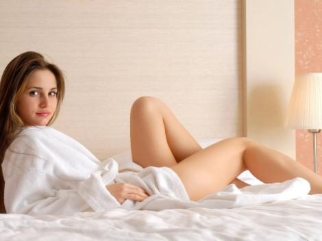 Фото женских ног в халате