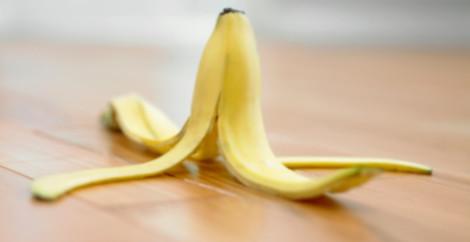 кожурой банана можно полировать мебель